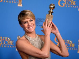 the-award-for-best-actress-in-a-tv-series-drama-for-her-role-in-house-of-cards-at-the-71st-annual-golden-globe-awards-in-beverly-hills_4664038