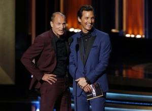 Les deux acteurs principaux de True Detective avaient préparés un sketch avant de remettre un Emmy.