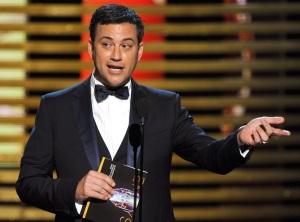 """Jimmy Kimmel venant remettre un prix, demande au public qu'est ce que Matthew McConaughey fait ici étant donné qu'il a """"trahit"""" la télévision pour devenir acteur de cinéma et ajoute qu'il devrait aussi emmené Julia Roberts avec lui (cette dernière était nommée pour le téléfilm The Normal Heart)."""