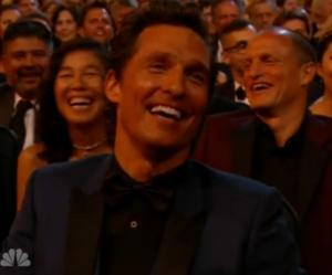Matthew McConaughey est mort de rire pendant que Jimmy Kimmel fait son show.
